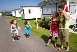 HARTS HOLIDAY PARK - PARK HOLIDAYS UK, Holiday Park in Leysdown-On-Sea, Kent,  accommodation details, pictures & tariff
