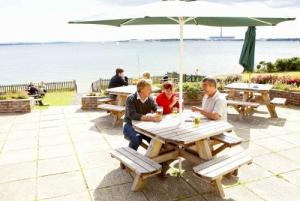Picture of SOLENT BREEZES HOLIDAY PARK - PARK HOLIDAYS UK (situated in Warsash, Southampton, Hampshire)
