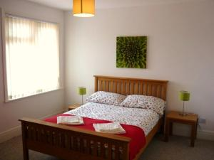 Picture of SOLENT SUNRISE APARTMENT (situated in Lee-On-The-Solent, Hampshire)