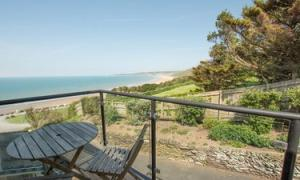 Picture of CLIFTON COURT (APT 22)- PUTSBOROUGH NR CROYDE SLEEPS 2/4 (situated in Putsborough Beach, Croyde, Devon)